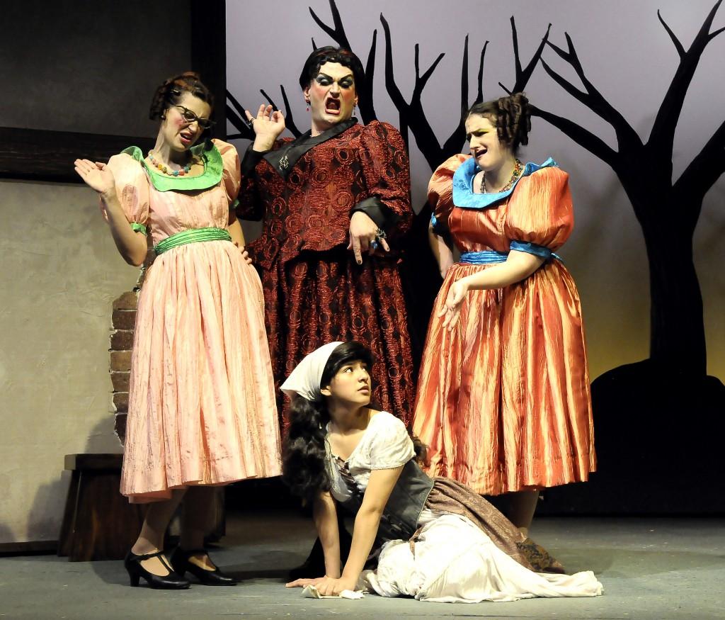 Alexandra Ralph (Goneril), Michael RJ Campbell (Mrs. Baden-Rotten), Tara Sissom (Regan), & Angel Hermosillo (Cinderella)